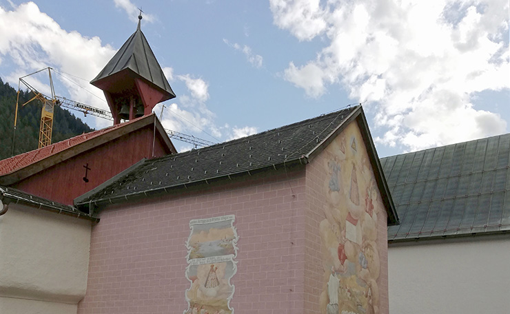 """Das Kloster hat keinen Turm sondern nur einen Dachreiter mit Glocke - das ist """"Bauvorschrift"""" der Kapuziner. (c) privat"""